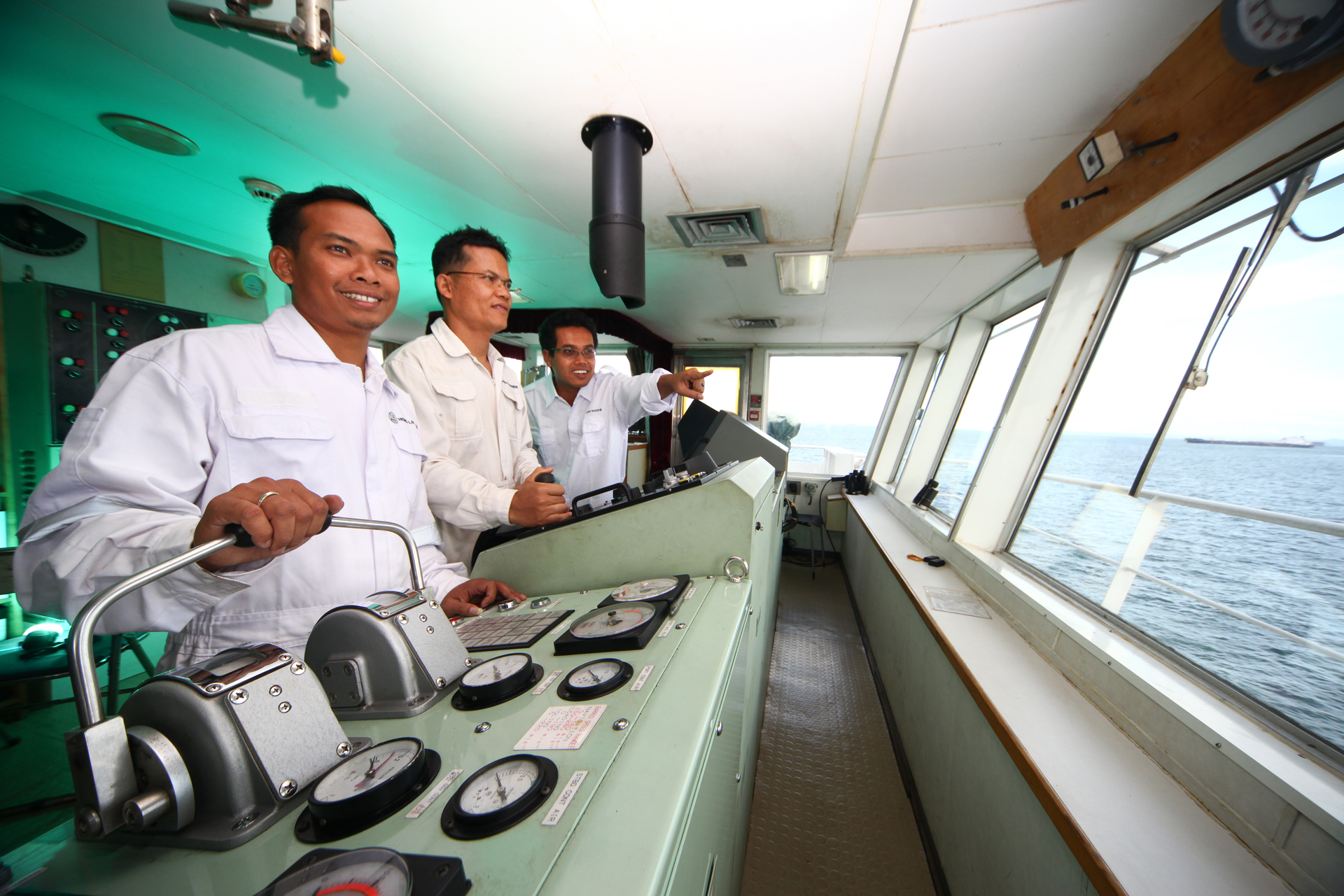 Front Page - Hong Lam Marine